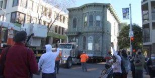 ABD'de 139 yıllık 2 katlı ev yeni adresine taşındı