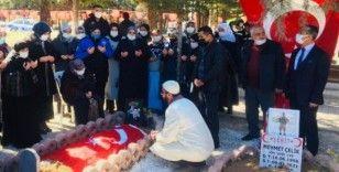 Diyarbakır annelerinden, Şehit Astsubay Çavuş Semih Özbey'in ailesine taziye ziyareti