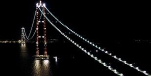 1915 Çanakkale Köprüsü'ndeki 'kedi yolu' aydınlatmaları boğazın çehresini güzelleştirdi