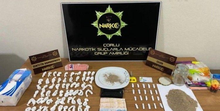 Polis uyuşturucuyu çoraplarda buldu
