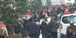 İstiklal Caddesi'nde 'İğne atsan yere düşmez' dedirten manzara