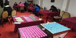 Tedbirleri hiçe sayarak kumar oynayan 236 kişi yakalandı
