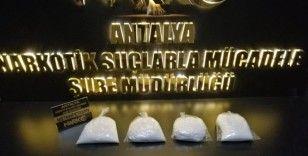 Antalya'da otomobille metamfetamin ticaretine şok baskın