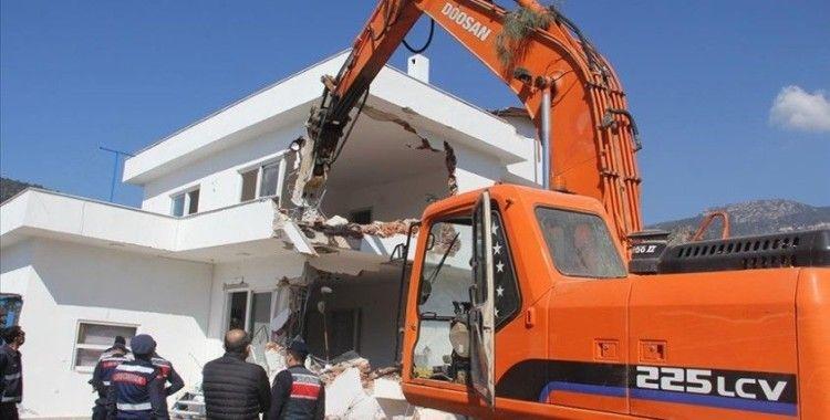 Datça'da imara aykırı binaların yıkımına devam ediliyor