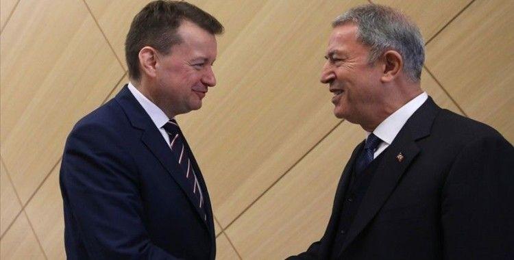 Milli Savunma Bakanı Akar, Polonya Savunma Bakanı Blaszczak ile telefonda görüştü