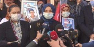AK Parti tam kadro evlat nöbetindeki aileleri ziyaret ettiler