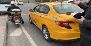 Beyoğlu'nda feci kaza: Frenleri patlayan minibüs trafik ışığına daldı