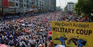 Myanmarlı Müslümanlar darbe karşıtı protestolara katıldı