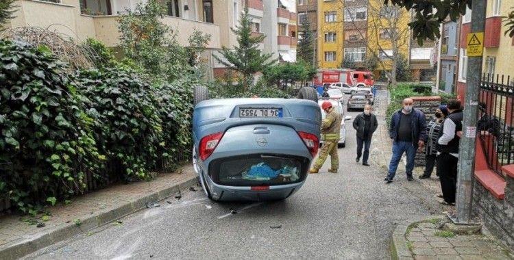 Üsküdar'da yokuş aşağı inen kadın sürücü takla attı: 1 yaralı