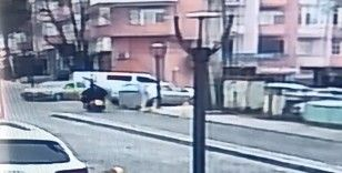 Motosiklet sürücüsünün yaralandığı kaza kameraya yansıdı