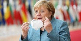 Merkel Kovid-19 salgınında üçüncü dalga uyarısı yaptı