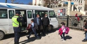 Jandarmadan 35 köy okulunda 650 öğrenciye trafik eğitimi