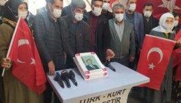 Evlat nöbetindeki aileler Erdoğan'ın doğum gününü kutladı
