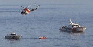 Gökçeada açıklarında batan teknenin yeri sahilden yaklaşık 200 metre açıkta tespit edildi