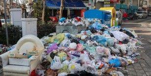 Maltepe Belediyesi işçilerinin grevi nedeniyle sokaklardaki çöpler 5 gündür toplanmıyor
