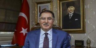"""""""Erbakan Hoca, partisinin kapatılmasına rağmen hukukun dışına çıkmamıştır"""""""
