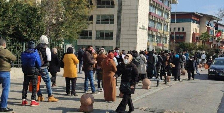 İstanbul'da vergi dairesi önünde uzun kuyruklar