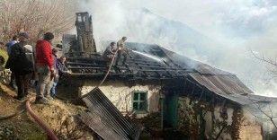 Gümüşhane'de ev ve ahır yangını