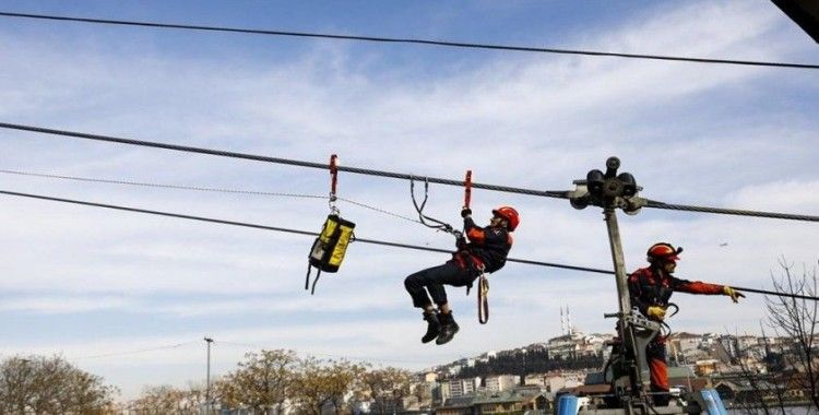 İstanbul itfaiyesinden teleferik hattında nefes kesen kurtarma tatbikatı