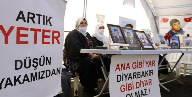 Kısıtlama sona erdi, evlat nöbetindeki aileler HDP önündeki çadırda yerlerini aldı