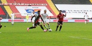 Süper Lig: Gaziantep FK: 0 - Gençlerbirliği: 1 (İlk yarı)
