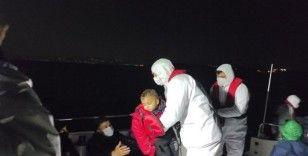 Lastik botla sürüklenen 23 göçmen kurtarıldı