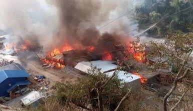Nepal'de büyük yangın sonucu 40 ev yandı