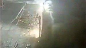 İstanbul'da metro elektrik telleri havai fişek gibi patladı
