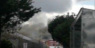 Ataşehir'de bir fabrikada yangın çıktı