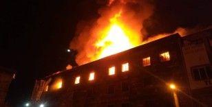 İzmir'de 4 katlı tekstil atölyesinde yangın