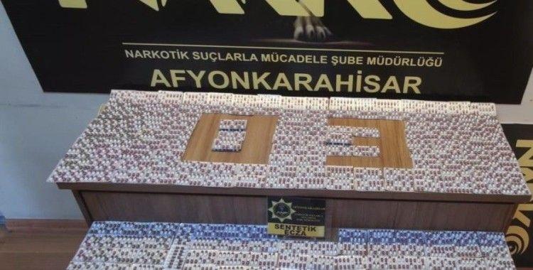 Afyonkarahisar'da polisin durdurduğu araçtan binlerce sentetik hap çıktı
