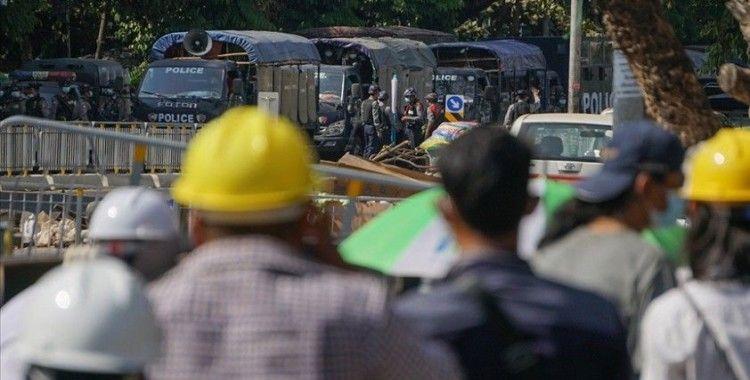 Myanmar'da protestocular güvenlik güçlerinin kanlı müdahalesine rağmen sokaklara döküldü