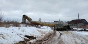 Rusya'da dev su kulesi işçi servisinin üzerine devrildi