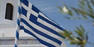 Yunan ekonomisi yüzde 8,2 küçüldü