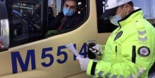 Avcılar'da fazla yolcu taşıyan minibüse ceza