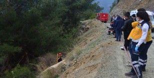 Mersin'de hafif ticari araç uçuruma devrildi: 1 ölü, 4 yaralı