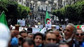 Cezayir'de halk 'köklü değişim' talebiyle yine sokaklara indi