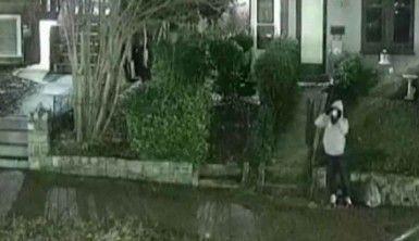 Kanlı kongre baskını öncesi parti merkezlerine bomba koyan kişi kamerada