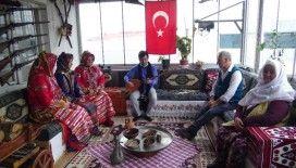 Bursa'da evlerinde biriktirdikleri antika eşyalarla Yörük kültürünü yaşatıyorlar