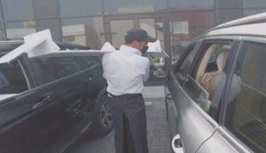 Kuveyt'te koronaya karşı araç içi restoran hizmeti