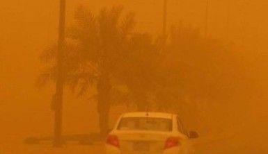 Suudi Arabistan'ı kum fırtınası vurdu, gökyüzü turuncuya büründü