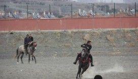 Erzincan'da atlı cirit heyecanı başladı
