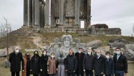 Bakan Kasapoğlu Aizanoi Antik Kenti'ni ziyaret etti