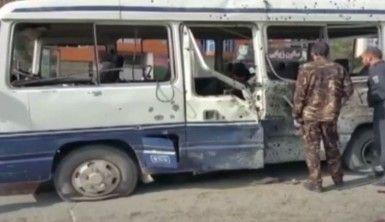 Kabil'de devlet memurlarını taşıyan servise saldırı