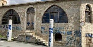 GKRY'de bir Türk camisine ırkçı saldırı düzenlendi
