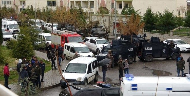 Diyarbakır'da rehine krizi: Rehin aldığı 3 kişiyi silahla vurarak yaraladı, operasyonla kıskıvrak yakalandı