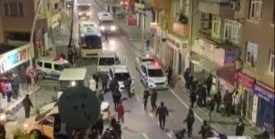 Ümraniye'de kısıtlamayı deldiler, polisten kaçıp 2 polis memurunu yaraladılar