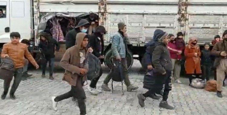Kamyon kasasında 112 düzensiz göçmen yakalandı