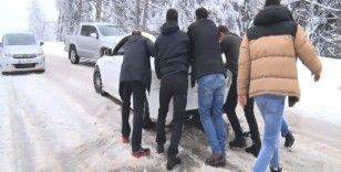 Uludağ'a çıkmak isteyen tedbirsiz vatandaşlar yolda kaldı