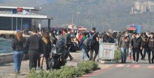 İzmir Kordon'da cumartesi yoğunluğu